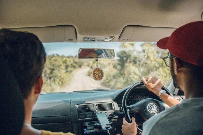 Na jakie rzeczy zwracamy uwagę wybierając ośrodek szkolenia kierowców
