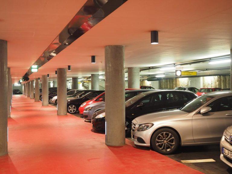 Lotnisko wypożyczalnia samochodów – czy warto?